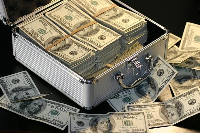 stříbrný kufříček