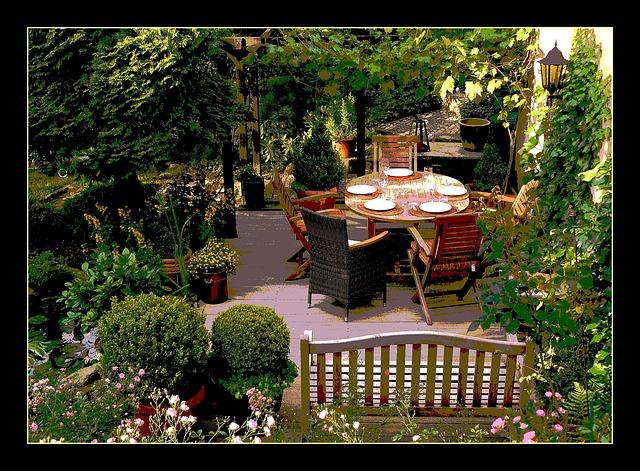 prostřeno na zahradě