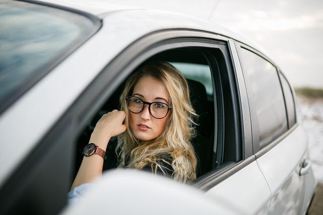 blonďatá řidička