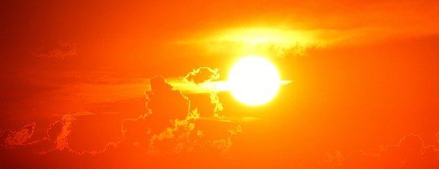 zářivý západ slunce