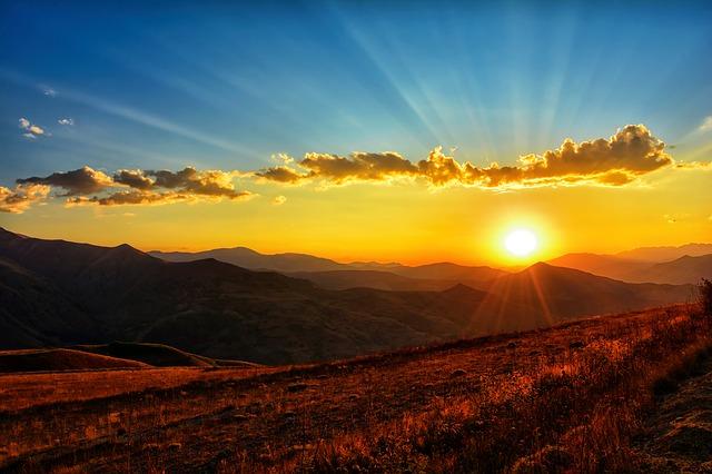 mraky a západ slunce