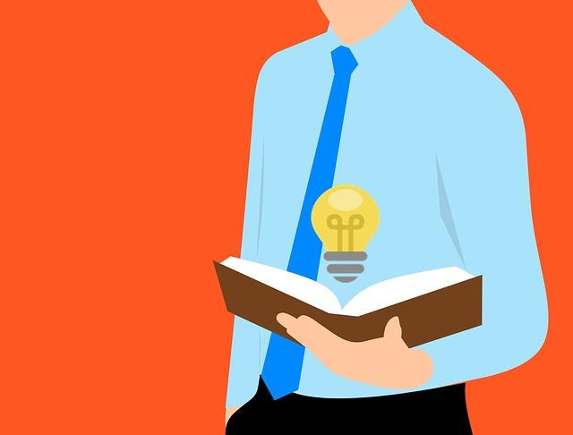 žárovka nad knihou