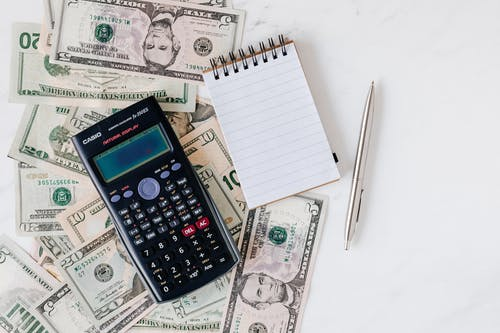 kalkulačka a peníz